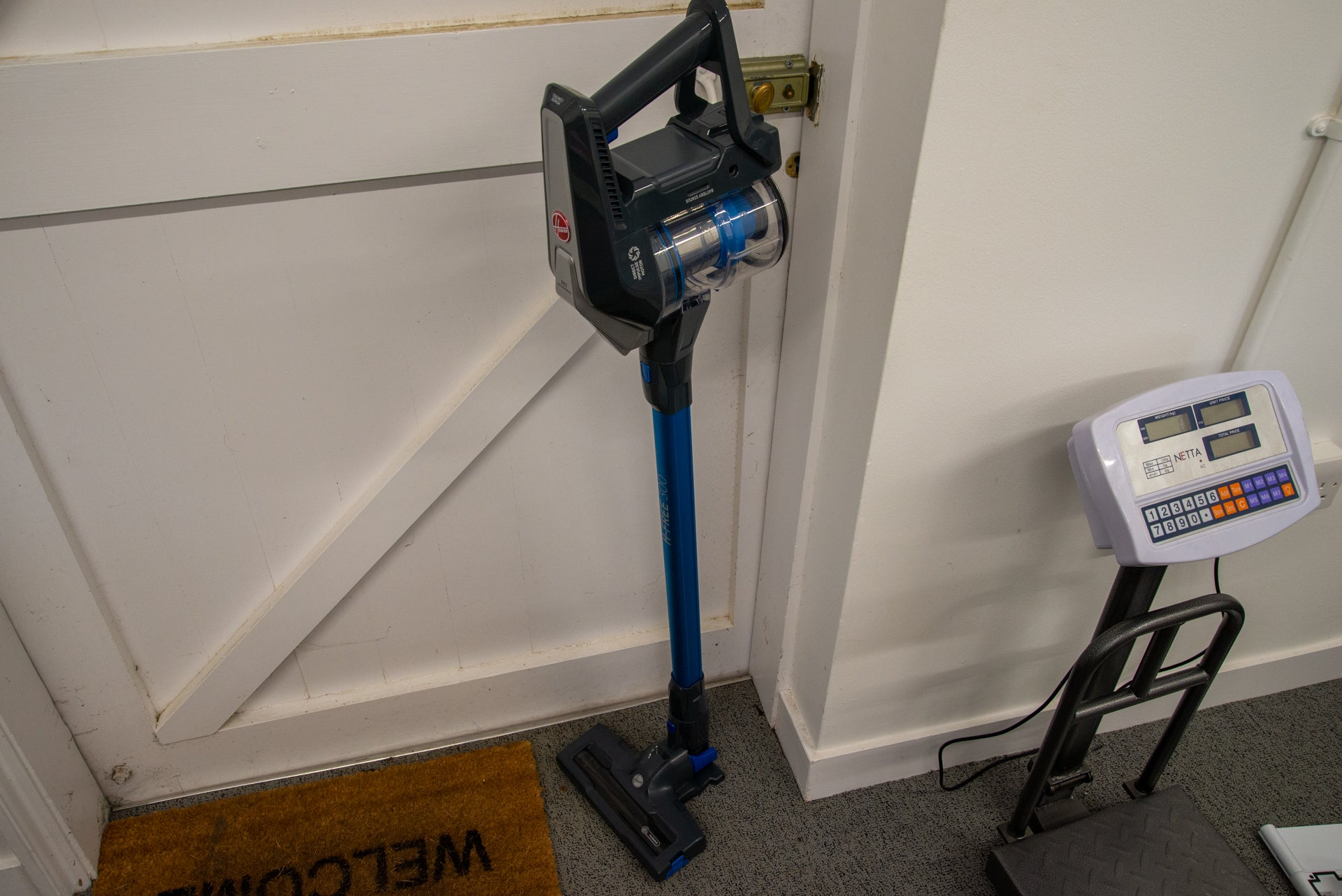 Hoover H-Free 300 standing up by itself