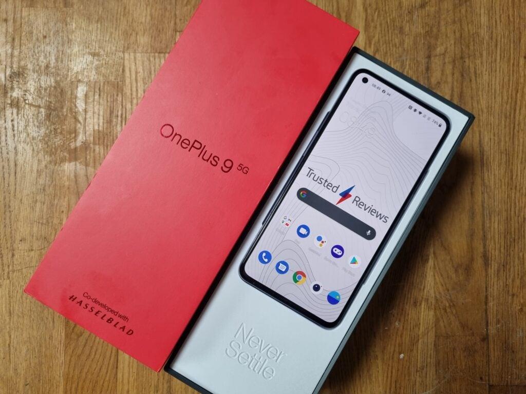 OnePlus 9 lead