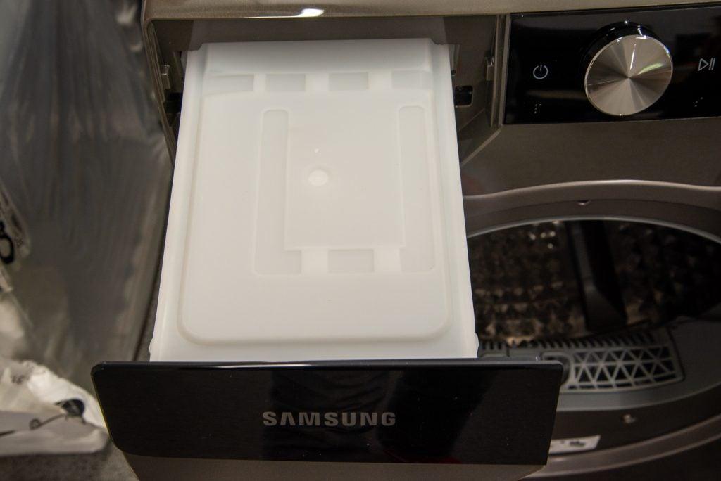 Samsung Series 9 DV90T8240SX water tank