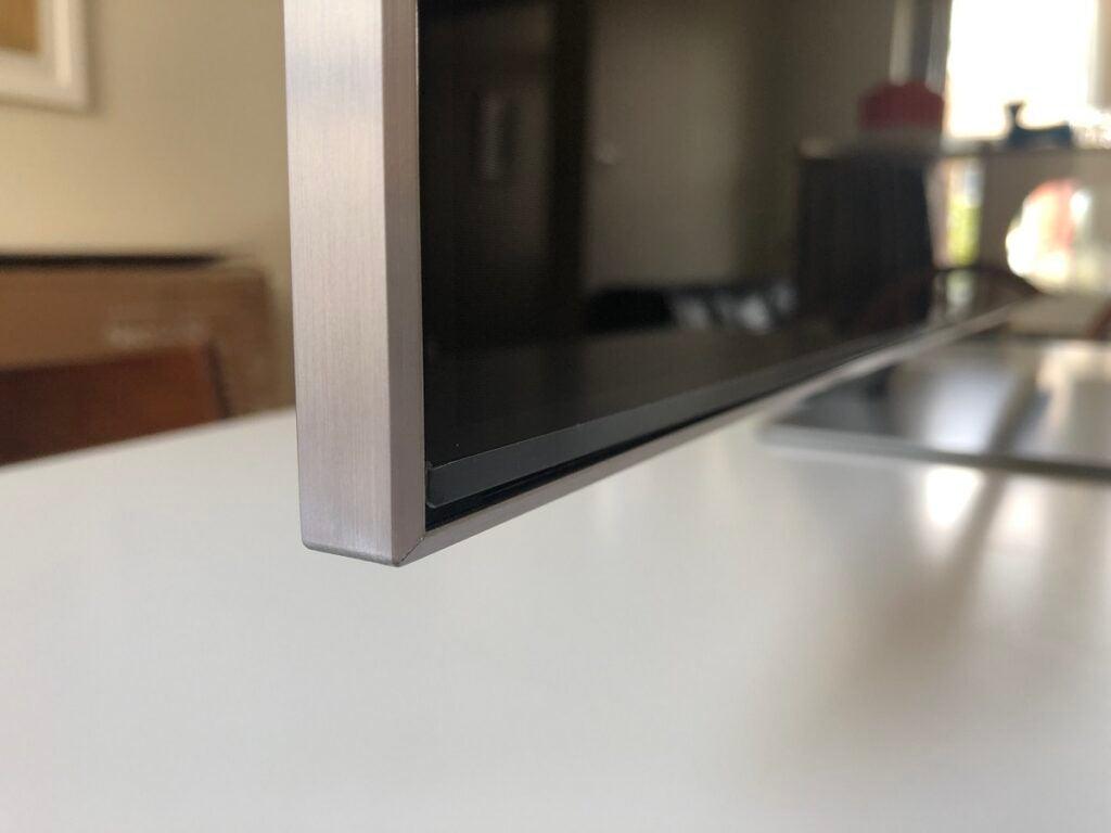 Samsung QE55QN85A bezel edge