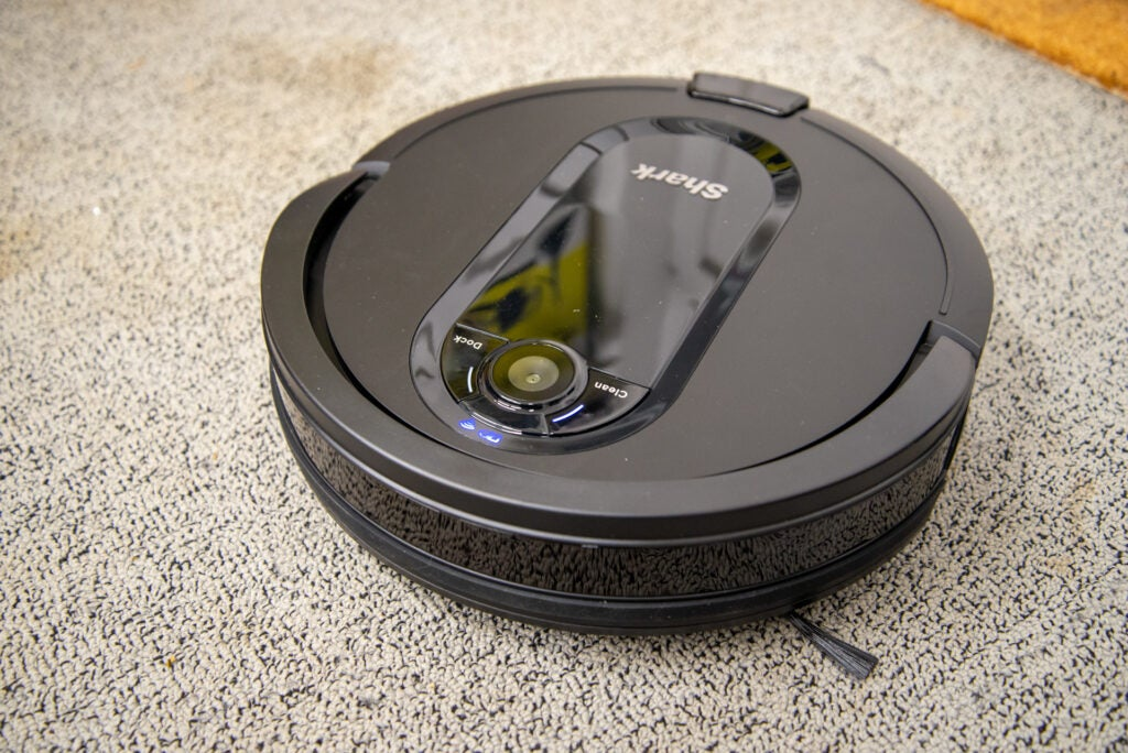 Shark IQ Robot XL Vacuum R101AEW with Self-Empty Base robot cleaning